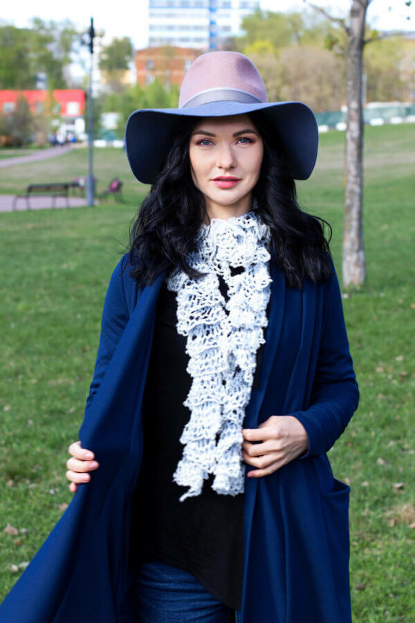 с чем носить шляпу федора с синей курткой