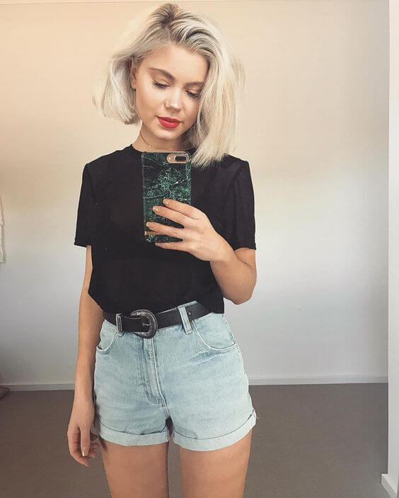джинсовые высокие шорты с черной футболкой