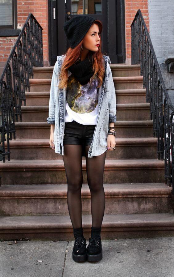 джинсовые шорты с джинсовой рубашкой и черными колготками