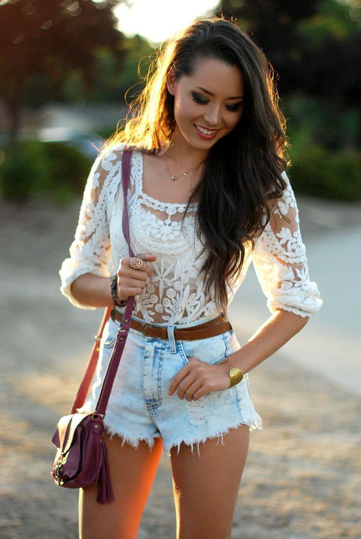 джинсовые шорты с кружевной рубашкой