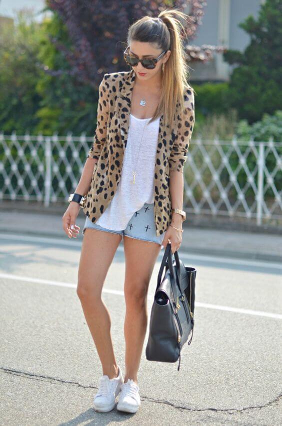 джинсовые шорты с леопардовым пиджаком