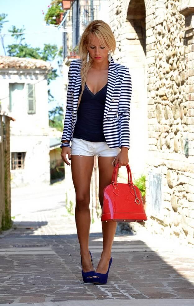 белые джинсовые шорты с пиджаком в полоску