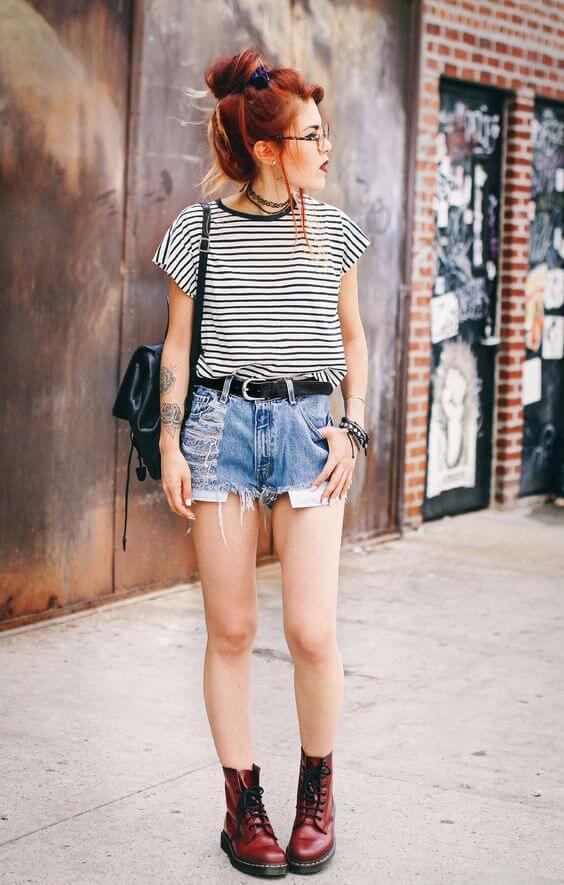 джинсовые шорты с полосатой красно-черной майкой и тимберлендами