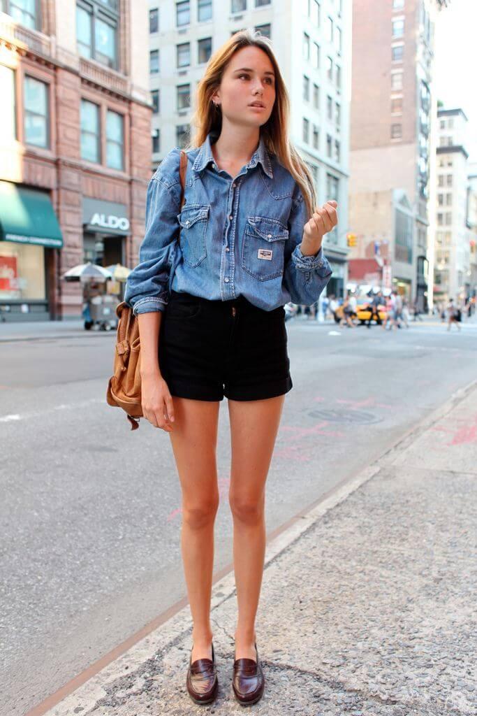 черные джинсовые шорты с джинсовой рубашкой