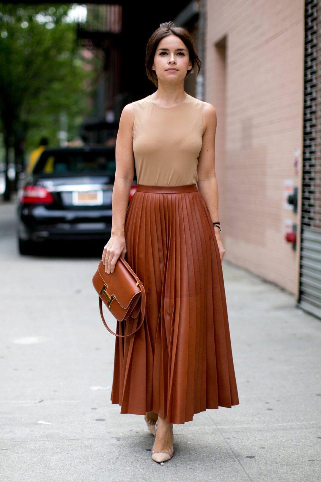 длинная кожаная коричневая юбка с топом