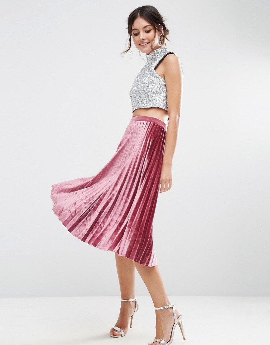 розовая бархатная кожаная юбка плиссе с кроп топом с чем носить