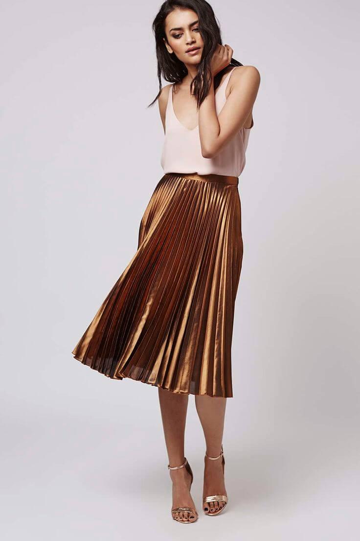 коричневая юбка плиссе металлик с черной рубашкой с чем носить
