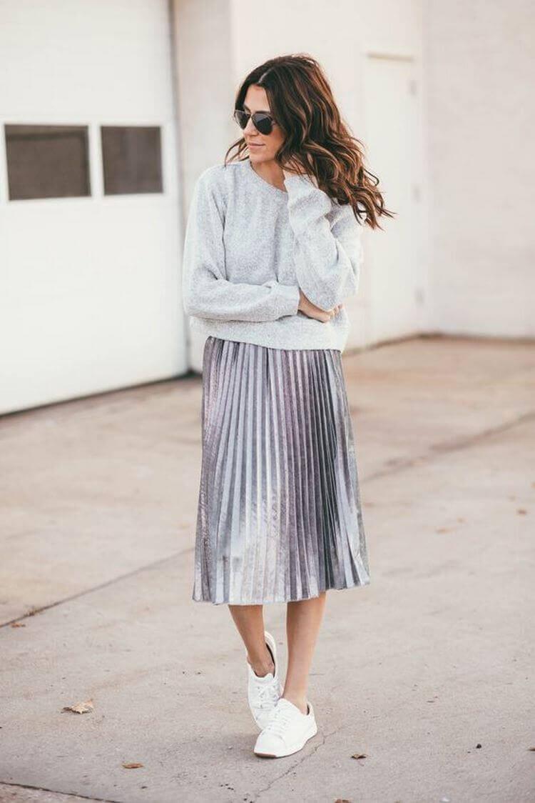 серая юбка плиссе металлик с серым свитером с чем носить