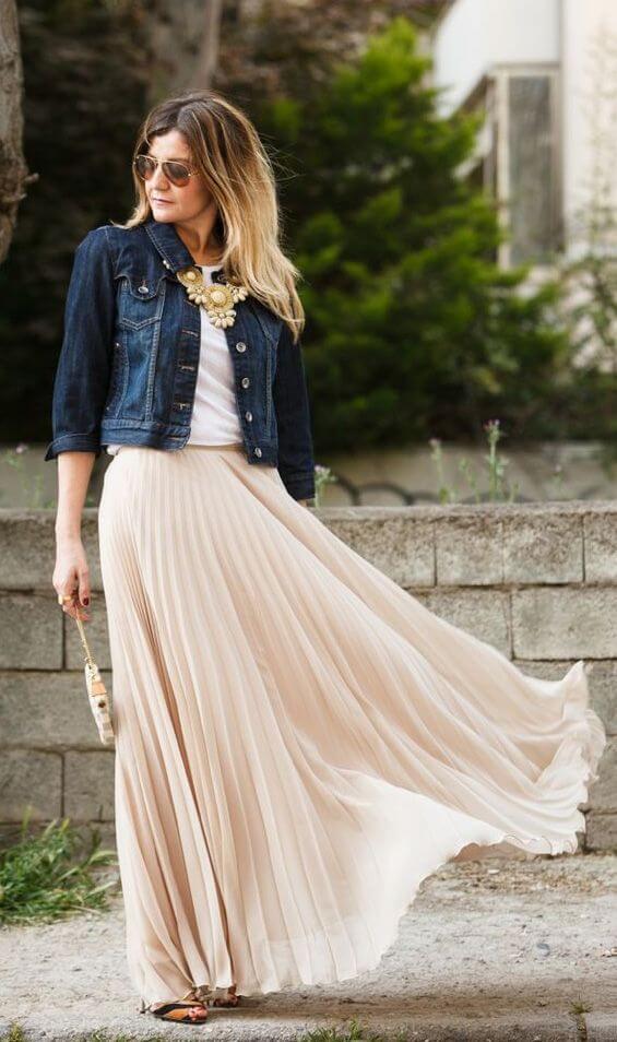 бежевая юбка плиссе с джинсовой курткой с чем носить