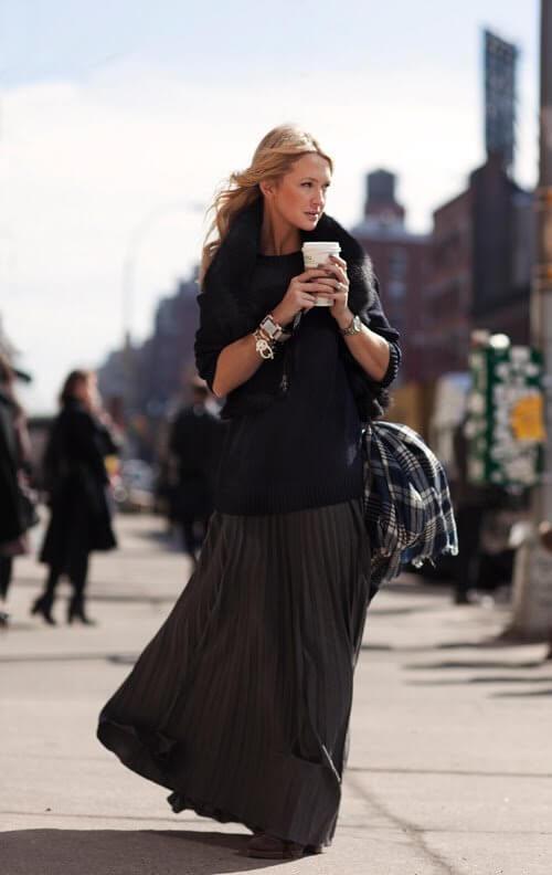 черная юбка плиссе с черным свитером