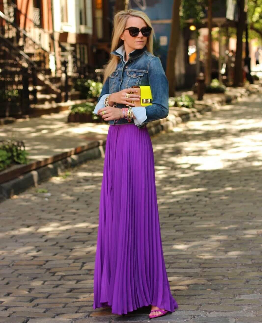 сиреневая юбка плиссе с джинсовой рубашкой с чем носить