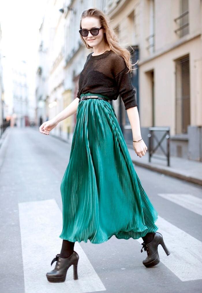 зеленая юбка плиссе с черной рубашкой с чем носить