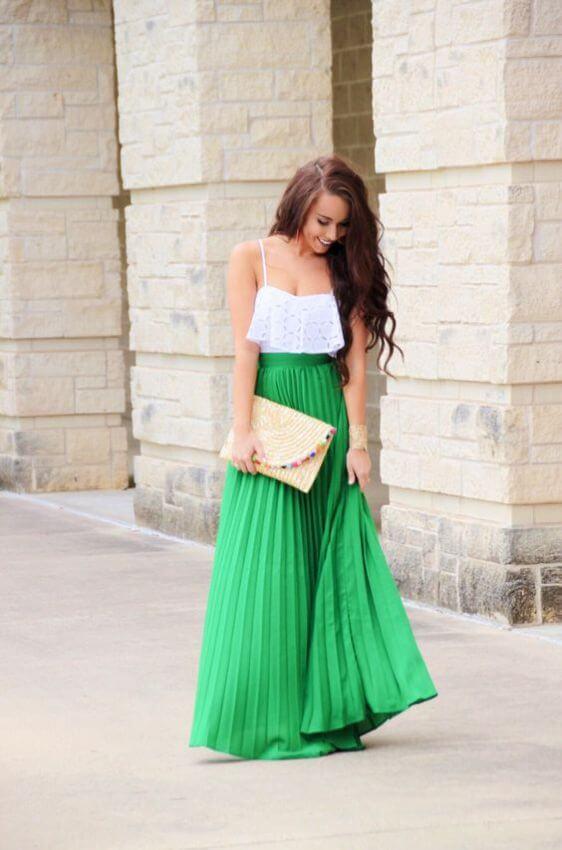 зеленая юбка плиссе с белым топом с чем носить