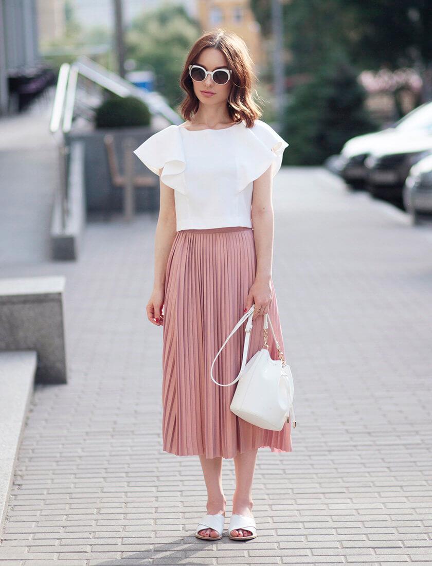 розовая юбка плиссе с белой рубашкой