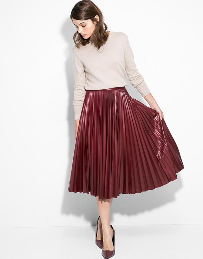 с чем носить бордовую юбку плиссе до колена со свитером
