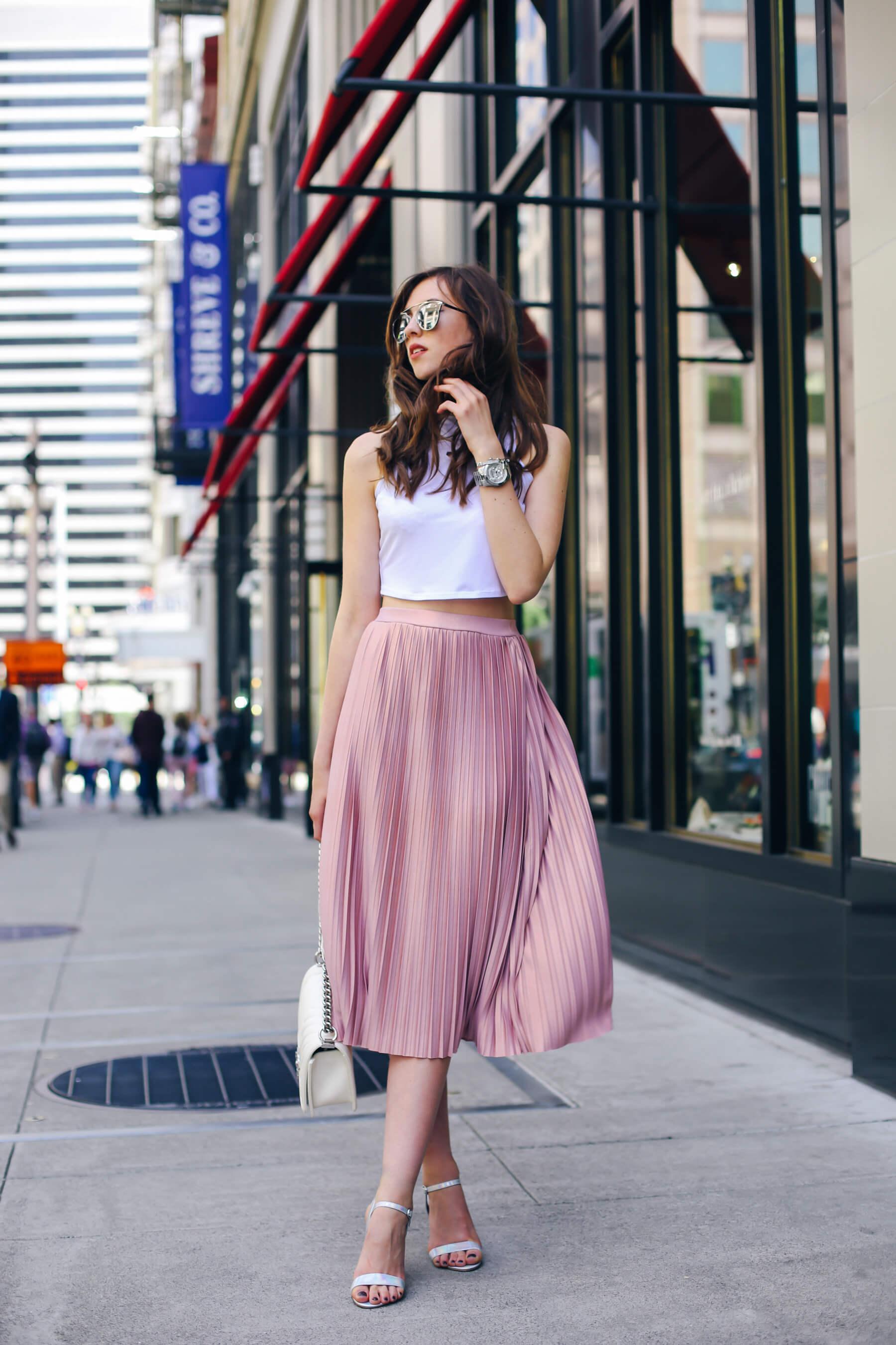 с чем носить розовую юбку плиссе