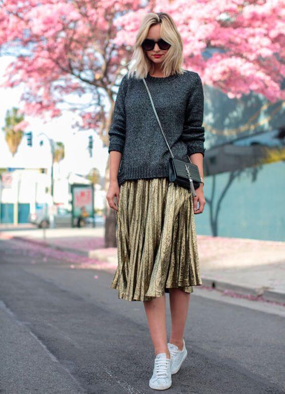 золотая юбка плиссе металлик с серым свитером с чем носить
