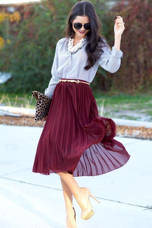 бордовая юбка плиссе с полосатой рубашкой