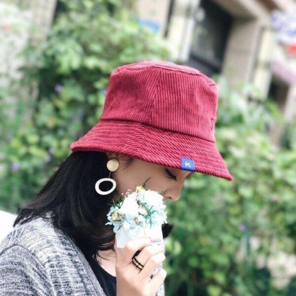 с чем носить шляпу федора вельветовую розовую