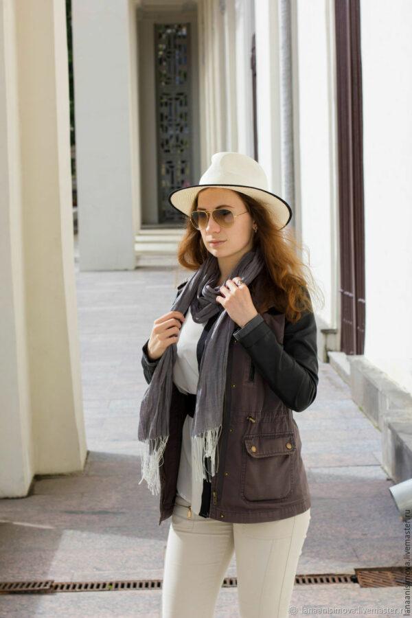 с чем носить шляпу федора со светлыми штанами