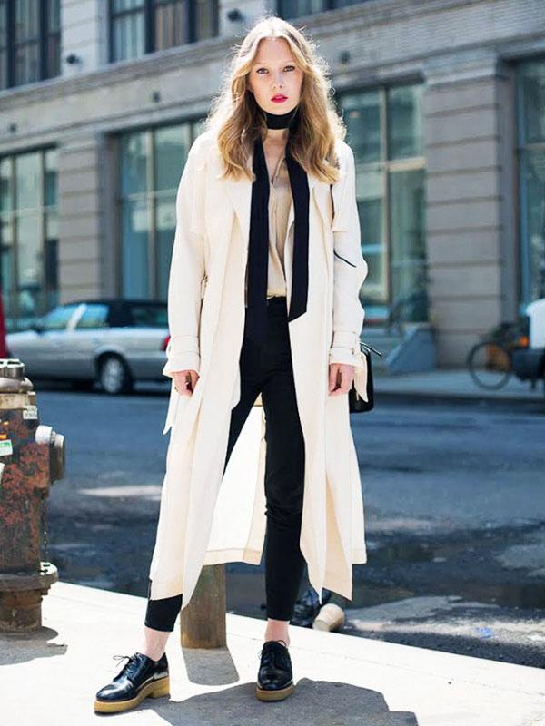 длинный черный шарф с белым пальто