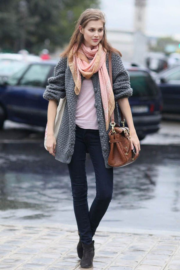 длинный розовый шарф