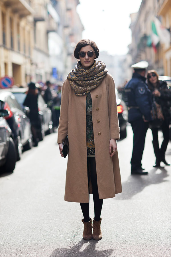 длинный коричневый шарф