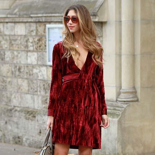 барахатное платье красное