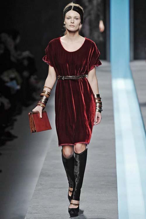 барахатное платье бордовое