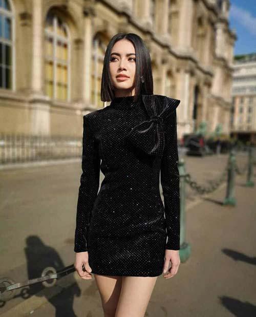 черное бархатное платье с чем носить