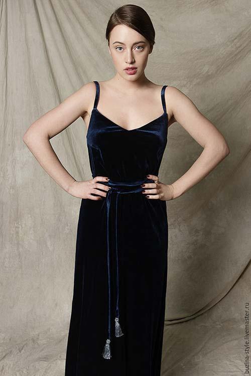 с чем носить бархатное платье синие