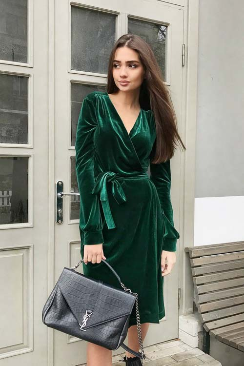 изумрудное бархатное платье