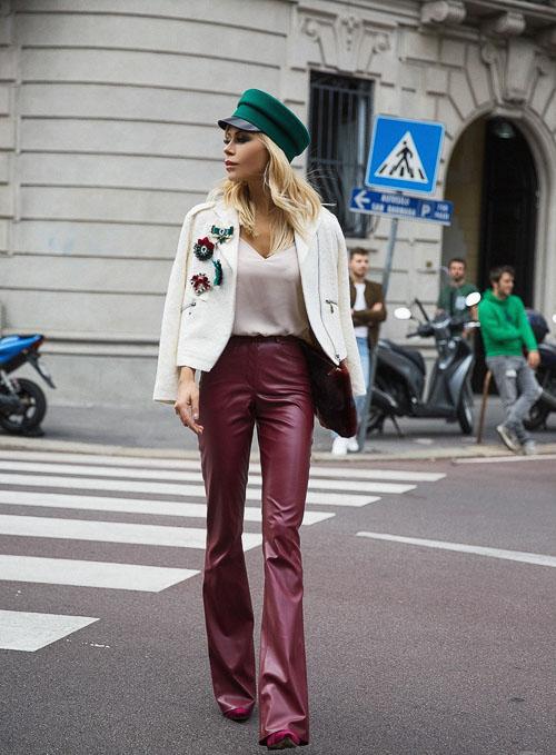 как носить бордовые кожаные брюки  с белыми пиджаком