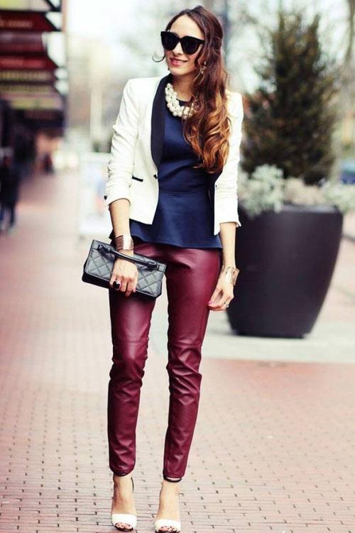 как носить бордовые кожаные брюки с белым пиджаком