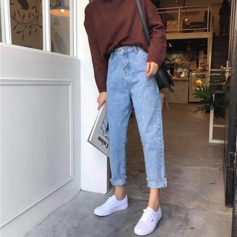 джинсы слоучи с кирпичным свитером