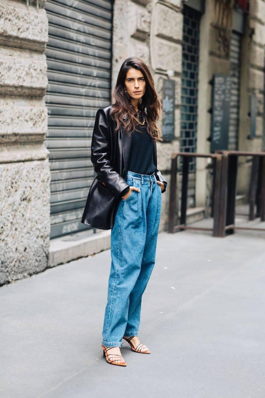 джинсы слоучи с кожаной курткой