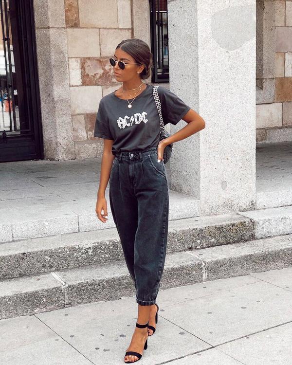 джинсы слоучи черные с футболкой