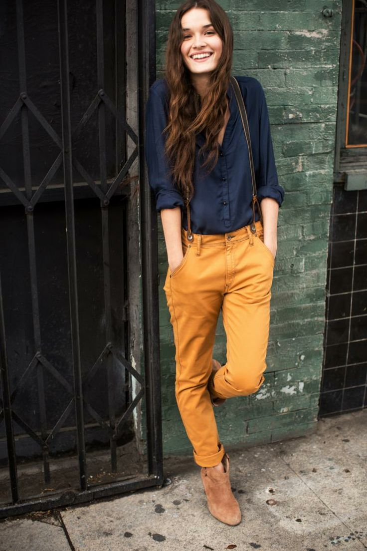 как носить брюки чинос желтые с подтяжками