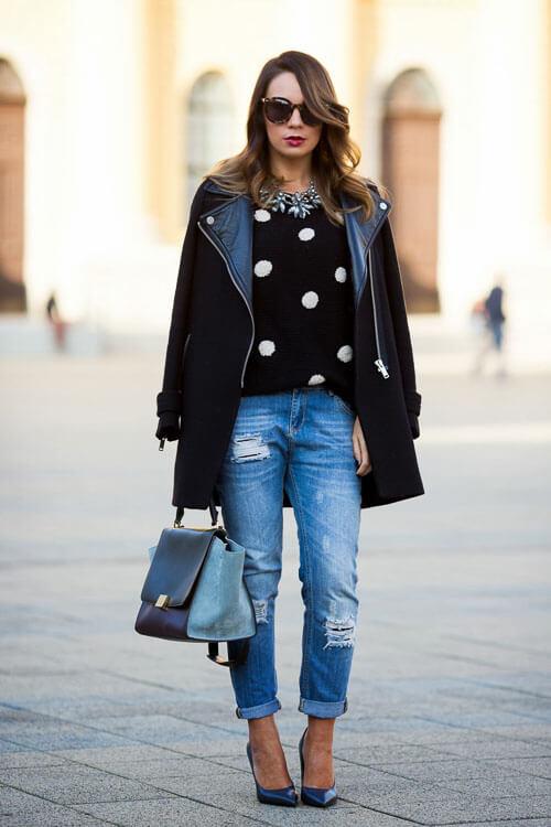 Рваные джинсы с черным пальто