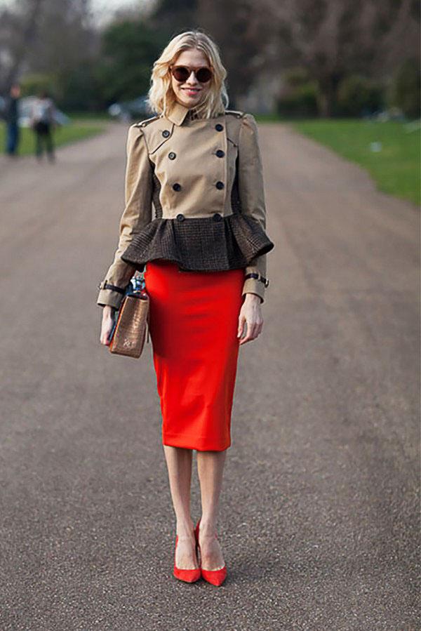 красная юбка карандаш с бежевым пиджаком