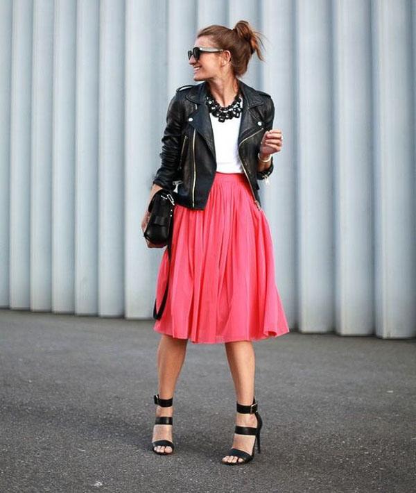 красная юбка миди с босоножками