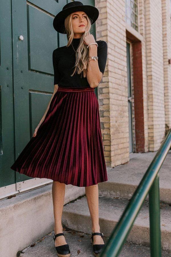 красная юбка плиссе со шляпкой