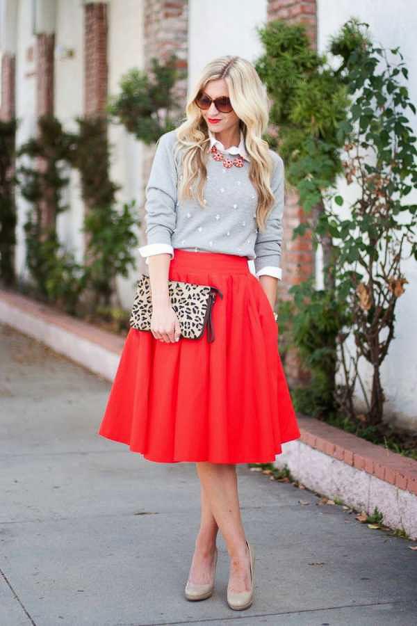 красная юбка солнце с леопародовым клатчем