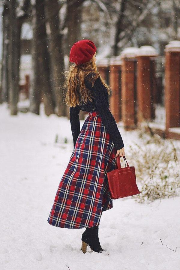 красная юбка клетчатая
