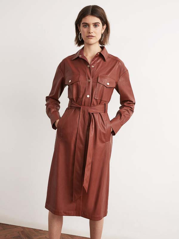 как носить платье рубашку кожаную коричневая ниже колена