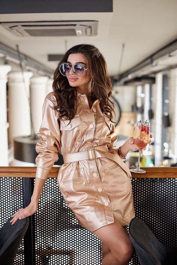 как носить платье рубашку кожаную бежевую