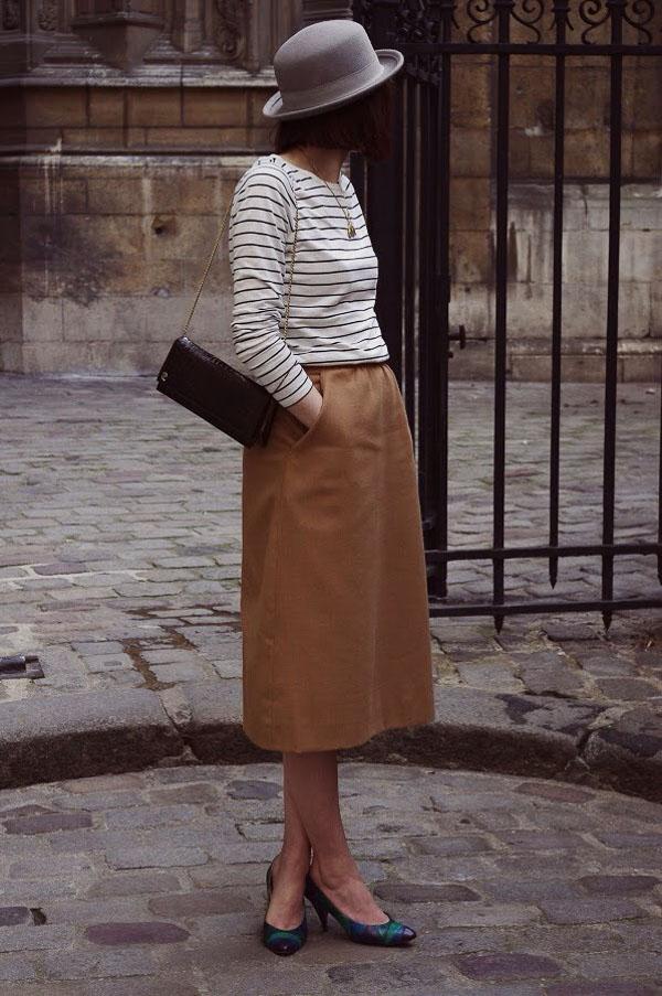 юбка миди коричневая с полосатой кофтой