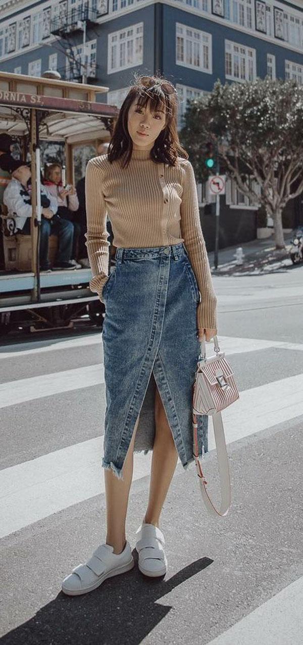юбка миди с бежевым свитером
