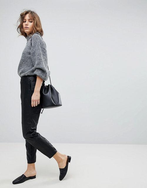 как носить кожаные брюки укороченные со свитером