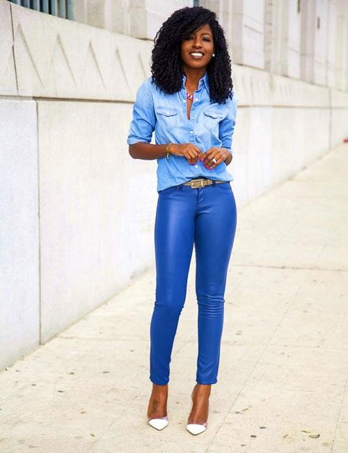 как носить синие кожаные брюки с джинсовой рубашкой